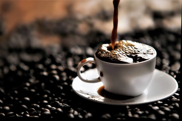 カフェインを摂取して眠気を覚ましましょう!