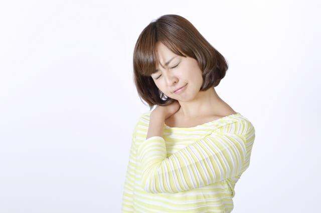 【肩こりで頭痛】肩こりになるには4つの原因がある!