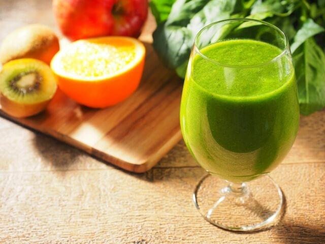 生野菜と比べると野菜ジュースはなぜ栄養価が下がるの?