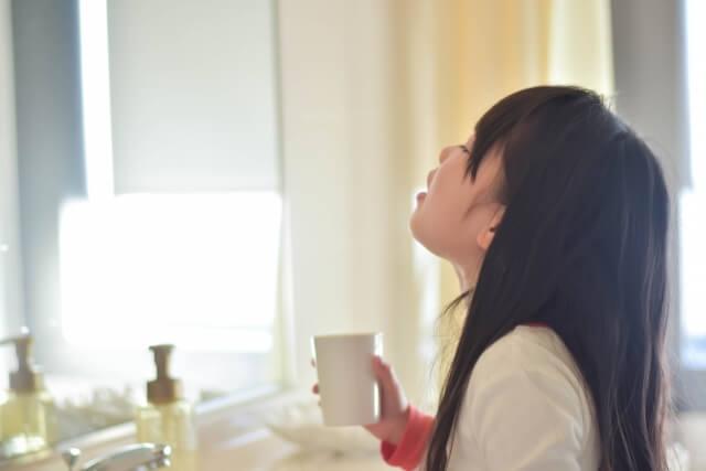 こまめなうがいで喉の乾燥を防ぐ!潜伏期間にも効果的