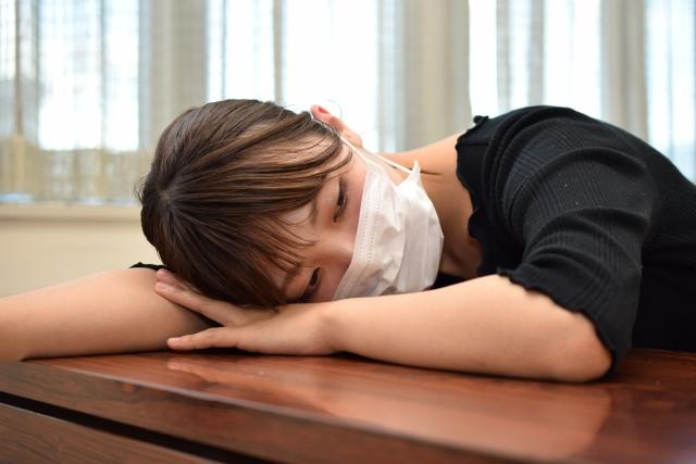 風邪のおもな症状である咳、くしゃみ、鼻づまりなどの症状