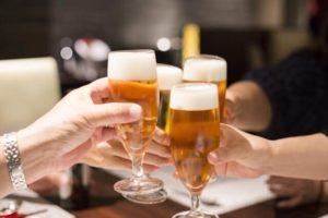 【しゃっくりの止め方】アルコールをよく飲む人はしゃっくりが出やすい!