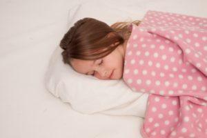 風邪を早く治す方法として睡眠をとることが効果的です