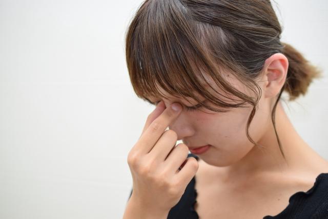 目の疲れは目の筋肉を緊張させるので肩こりの原因に