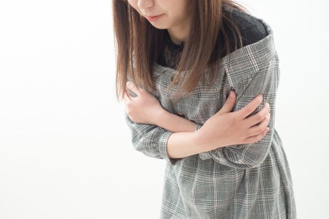身体が冷えると筋肉を緊張させるため肩こりの原因に