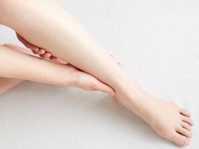 【むくみを解消】足や顔のむくみを解消する食べ物やマッサージ方法を紹介