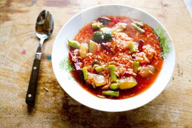夏バテ解消に効果的な野菜たっぷりスープのレシピをご紹介
