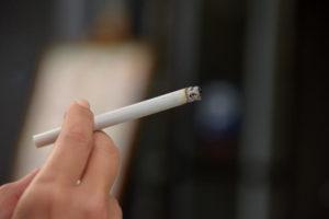 【血液がドロドロになる生活習慣】タバコの喫煙】