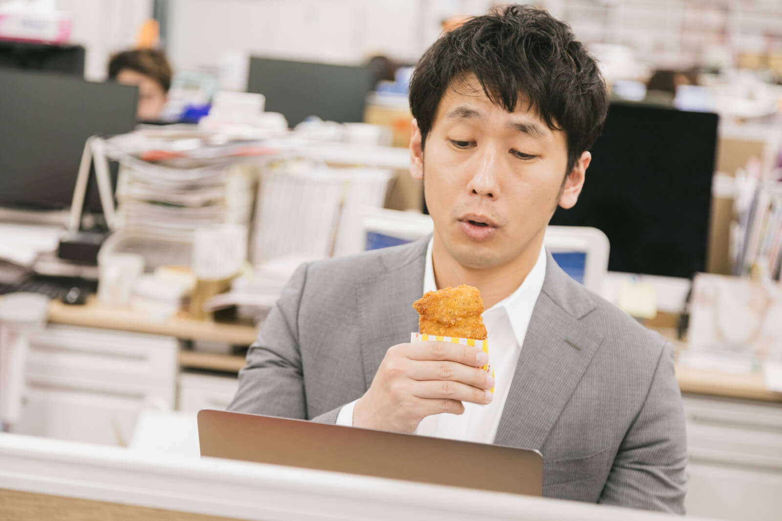 血液がドロドロになる食生活④脂っこい食べ物を多く食べる