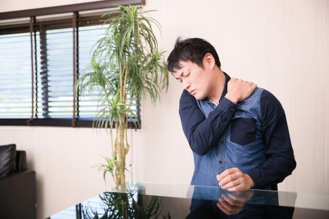 肩が痛くて上がらない!四十肩かも?四十肩の痛みを緩和する方法や対処方法