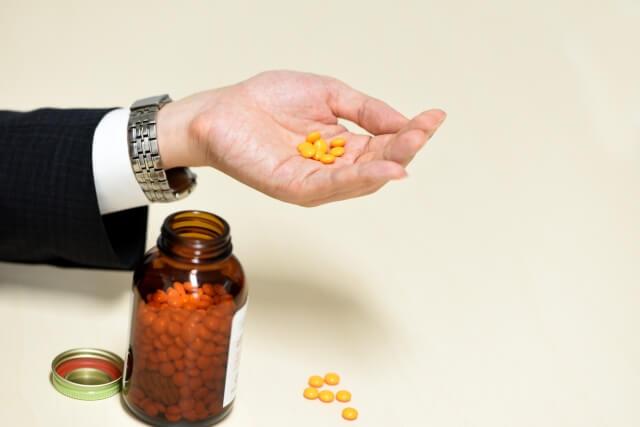 【胃が痛い】胃痛に効く薬を症状別に紹介《5選》