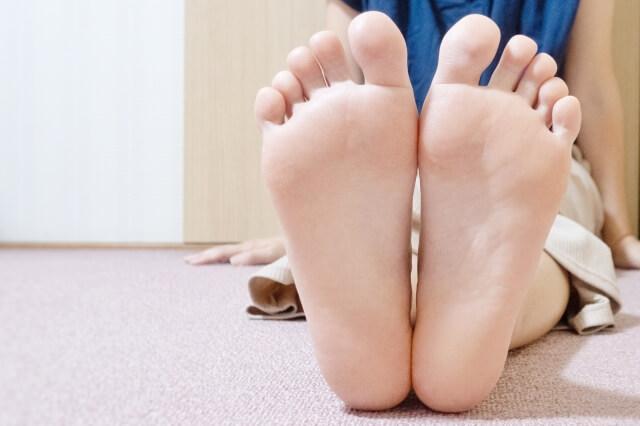 【足裏の角質】削るのが怖い人の角質セルフケア方法