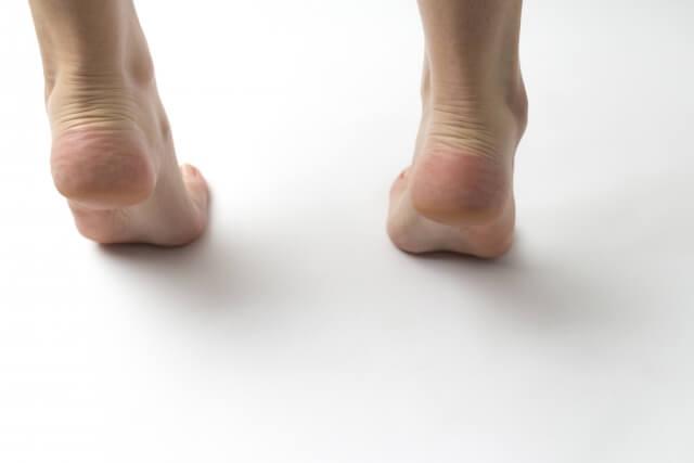 【足裏の角質】角質は年齢が原因?角質が溜まる原因
