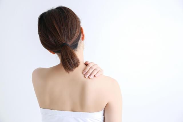 肩甲骨はがしで肩こりスッキリ!肩甲骨はがしの方法やメリットを紹介