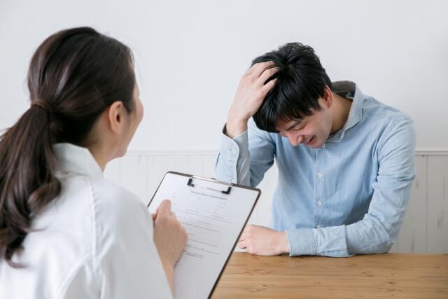 【頭皮がかゆい】病院に行った方がいい?症状と見分け方