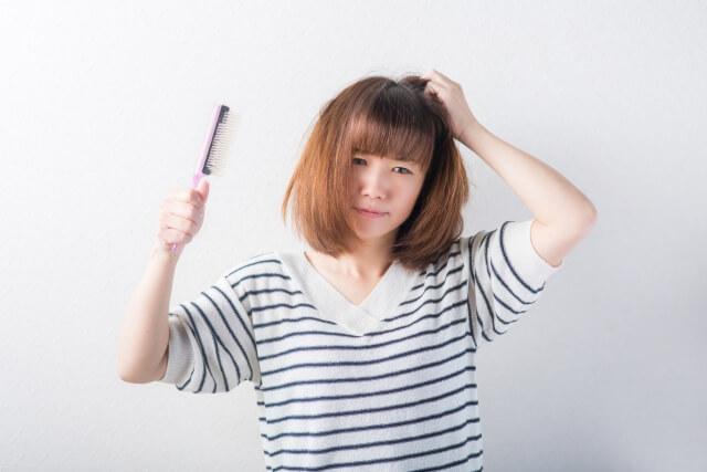 【頭皮が臭い】頭皮の臭いは頭皮トラブルのサイン