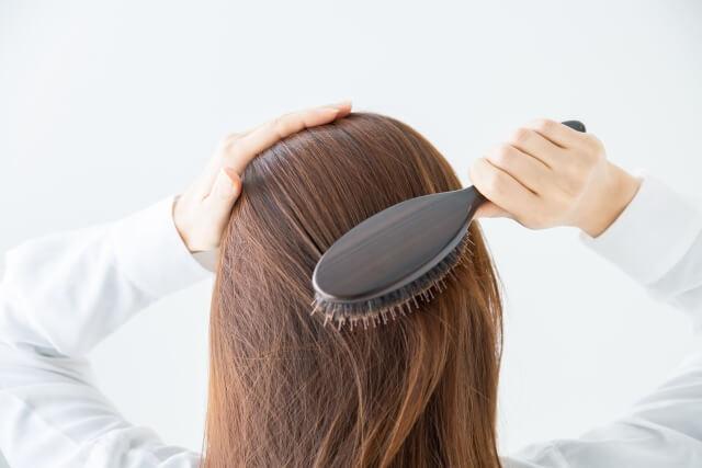 細くなった髪の毛を太くしたい!摂るべき栄養素と気を付けたい生活習慣を解説!