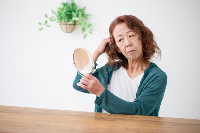 髪の毛が細い原因