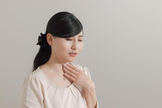 「痰が絡む」のは体からの危険信号?痰が絡む原因や考えられる病気、そして上手な痰の出し方