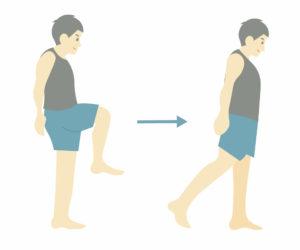 運動前のストレッチ③股関節の曲げ伸ばし
