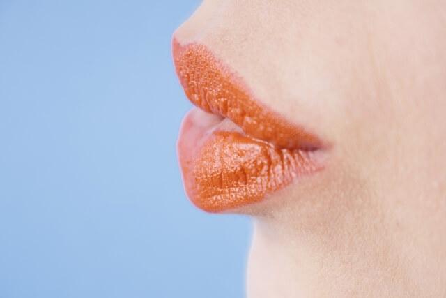唇の乾燥はもう怖くない!唇が乾燥する原因と効果的なケアについて解説