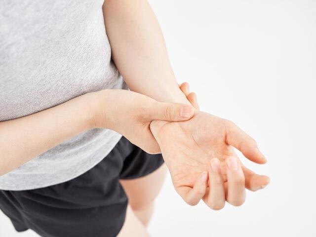 なかなか治らない腱鞘炎を徹底分析!腱鞘炎の原因や症状、予防法や治療法を解説!