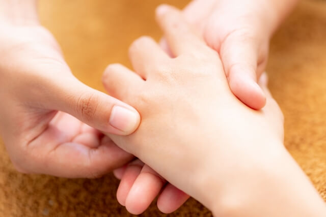 治らないのは治療法の選択が問題?腱鞘炎の治療法を解説!
